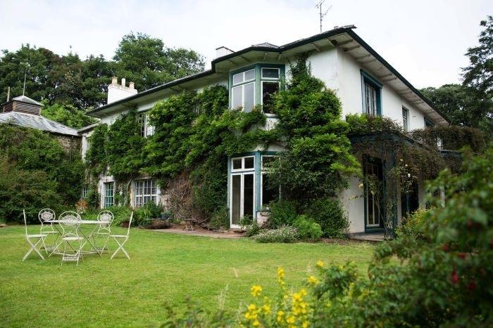 Alojamiento-con-patio-verde-en Inglaterra. Airbnb