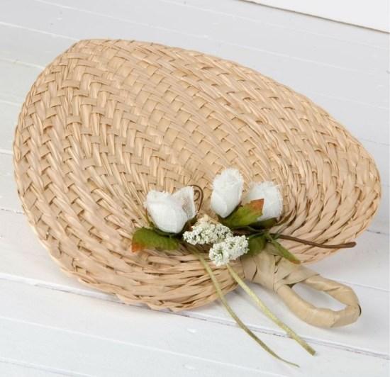 Paipay-hoja-de-palma-adornado-con-portatarjetas para regalar en las bodas