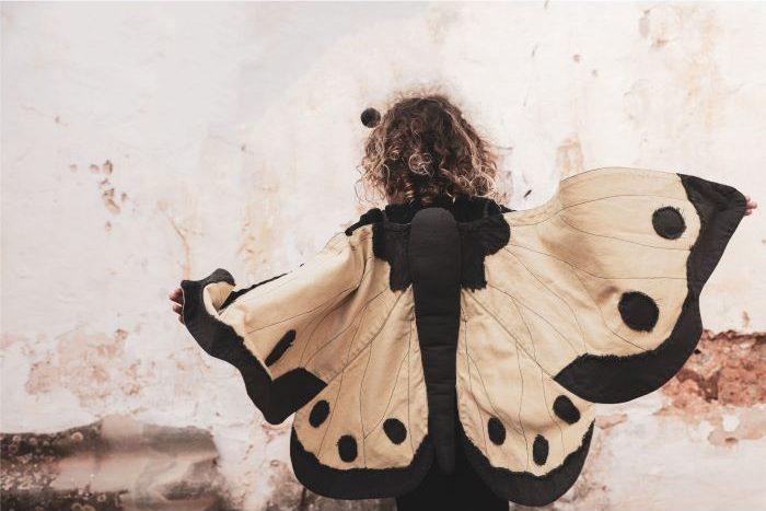 Disfraz de mariposa para que lo niños jueguen disfrazándose