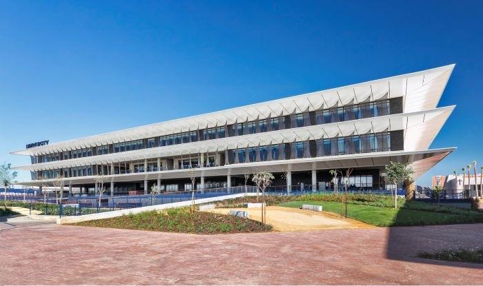 Campus Loyola: un proyecto universitario sostenible con suelos técnicos y bambú entre sus puntos fuertes