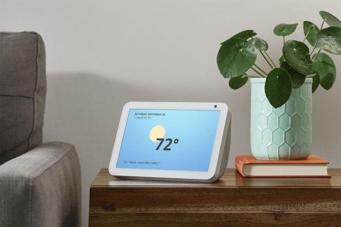 dispositivo Amazon Echo-Show-8-with-weather con la temperatura