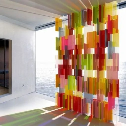 Separador de metacrilato en varios colores para el trabajo o teletrabajar en casa y dividir zonas