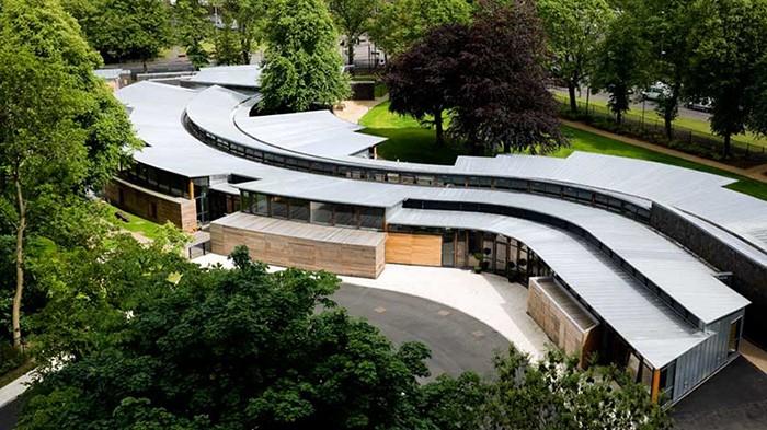 Proyecto Hazelwood School por Alan Dunlop Architects vista desde el exterior