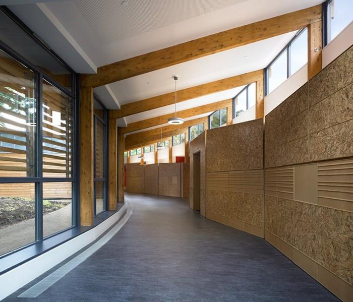Proyecto Hazelwood School por Alan Dunlop Architects vista desde el interior