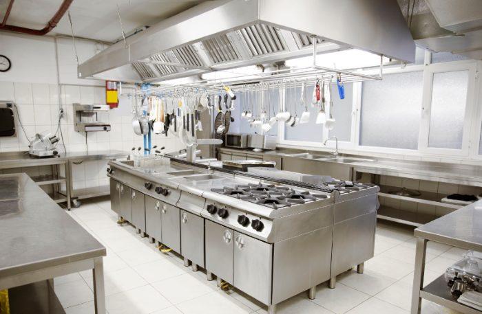 Cocina profesional de restaurante de hotel