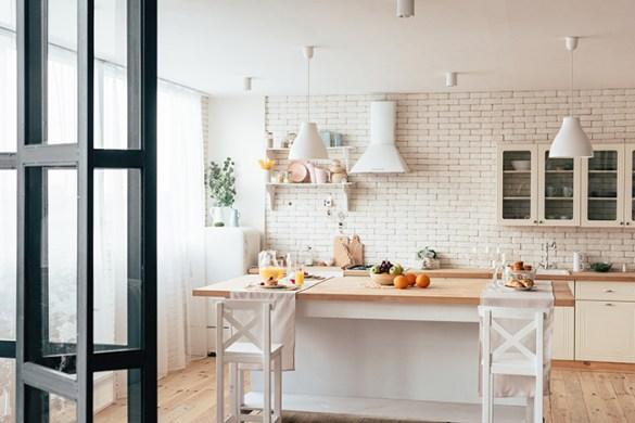 pequeña cocina con decoración sencilla y minimalista