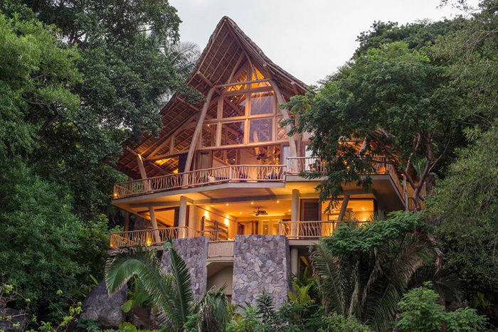 Exterior de la casa Tree House en el bosque, alojamiento de Airbnb en México