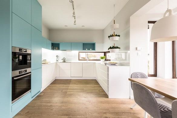 cocina con toques azules y blancos