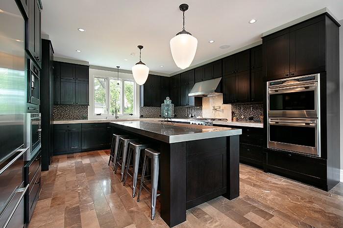 cocina grande diseño oscuro