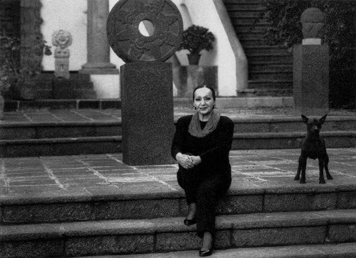 Fotografía en blanco y negro de Dolores Olmedo