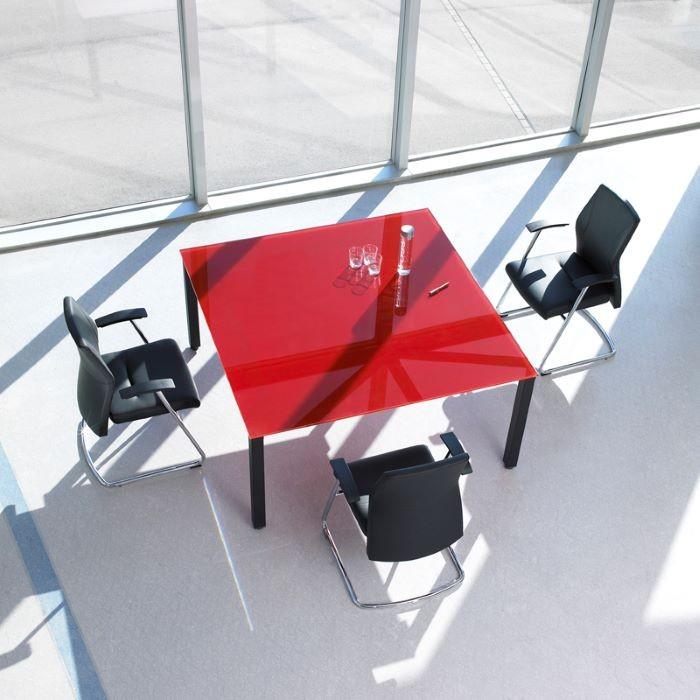 espacio-de-oficina-con-sillas-de-diseno