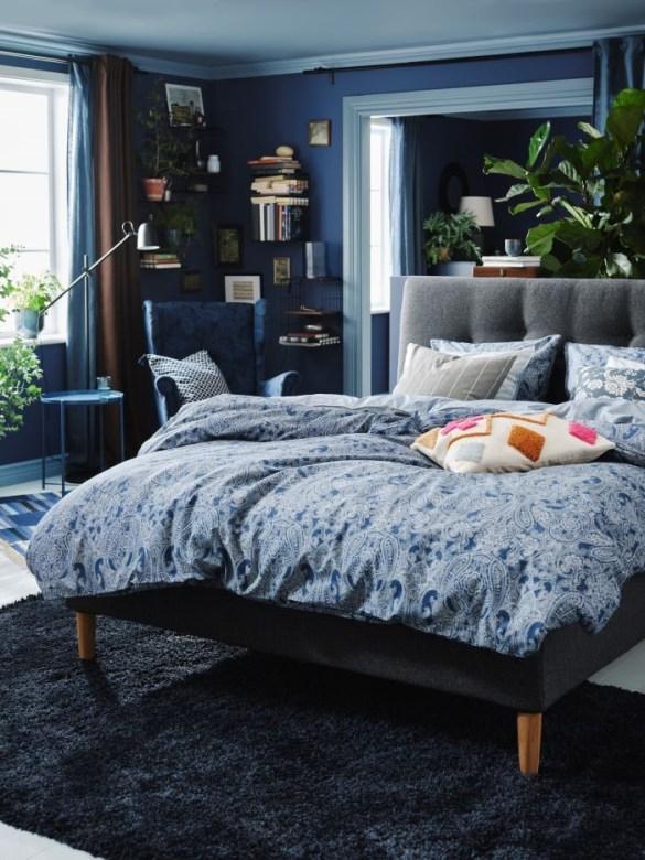 Dormitorio con ropa de cama de IKEA y estructura de cama Ikea