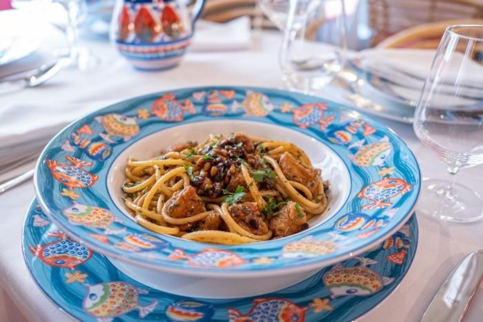 plato pasta mesa puesta