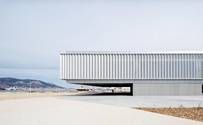 La arquitectura futurista diseña los edificios del juego