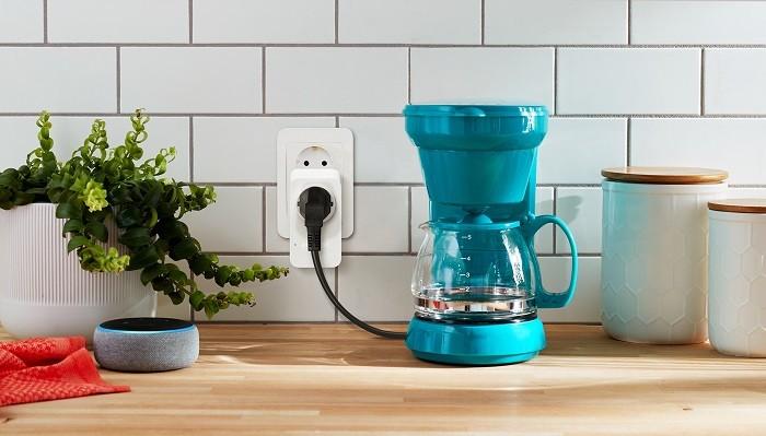 Dispositivo-inteligente-Amazon-Smart-Plug-para-tu-hogar