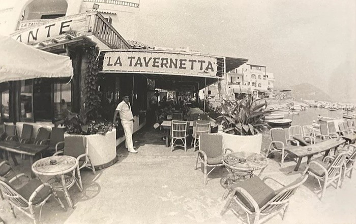 blanco negro fachada restaurante antiguo