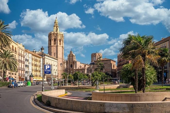 centro ciudad torre campanario