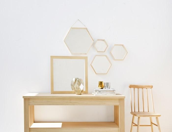decoracion-de-una-pared-con-un-collage-de-espejos