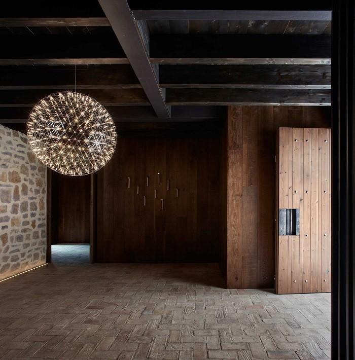 Diseño de la entrada al Iberian modern house con un diseño rural y clásico
