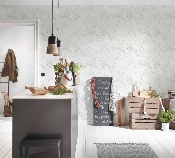espacio de cocina con pared con papel pintado de Leroy Merlin