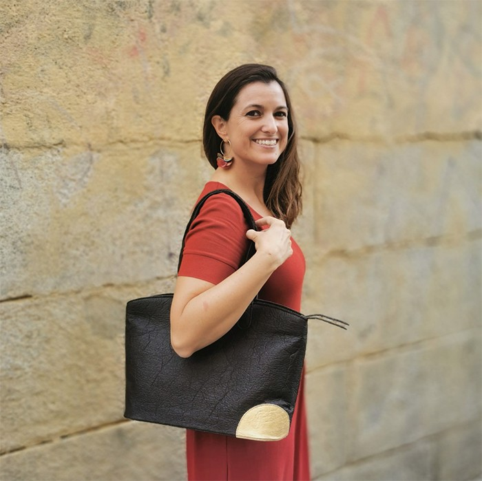 bolso negro diseño sostenible