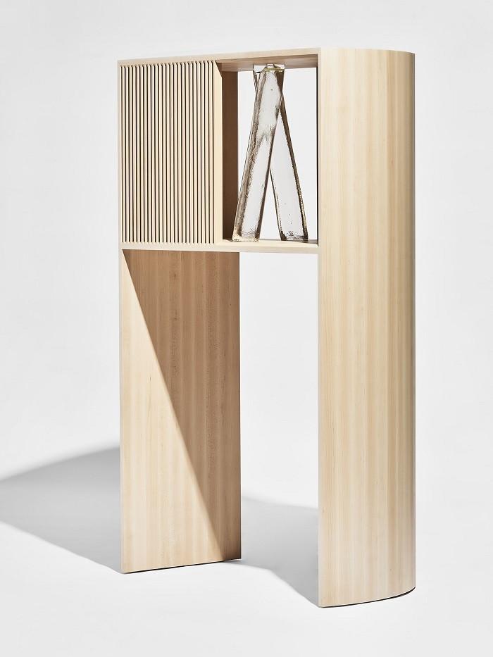 figura en madera de Discovered, una colección del museo de diseño de Londres