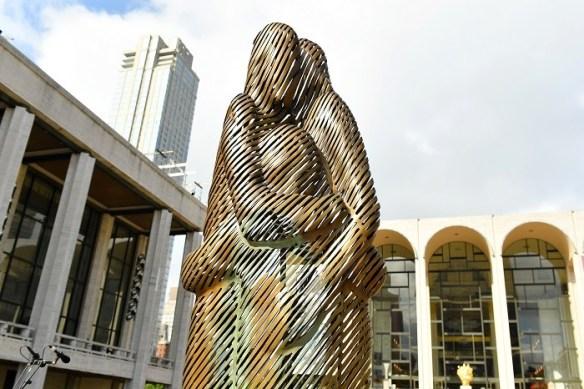 escultura como monumento simbolizando la salud mental