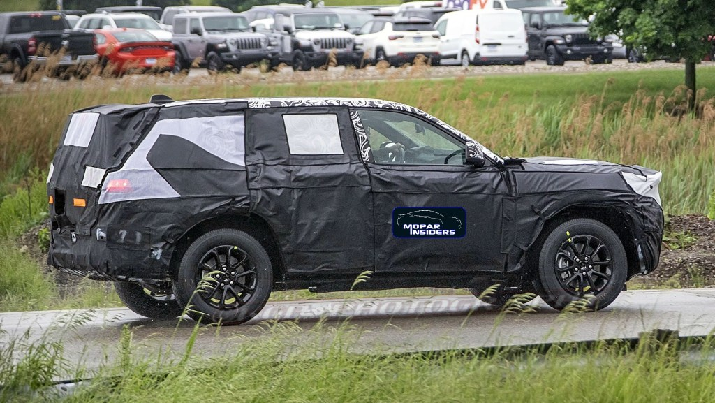 2021 Jeep Grand Cherokee Three-Row And Engine Updates >> Caught 2021 Jeep Grand Cherokee Wl Prototype Mopar