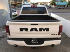 Mexico-Only 2019 Ram R/T Crew Cab 4x4 in Bright White. (Esteban Chrysler).