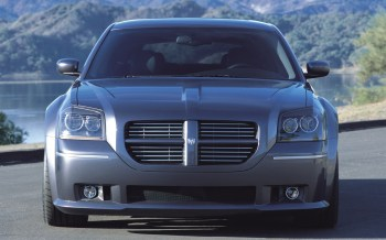 2003 Dodge Magnum SRT-8 Concept. (Dodge).