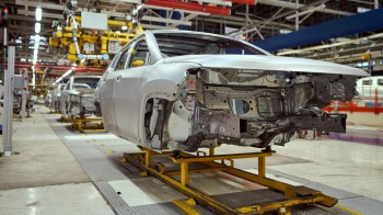 2020 Jeep® Compass 4xe at Melfi Assembly Plant. (Jeep).