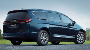 2021 Chrysler Pacifica Hybrid Pinnacle AWD. (Chrysler).