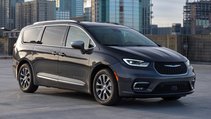 2021 Chrysler Pacifica Hybrid Pinnacle. (Chrysler).