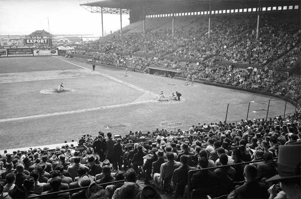 Maple-Leaf-Stadium-1961-2