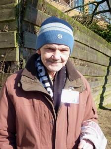 Axel bei der Arbeit - er verkauft Straßenmagazine in Duisburg (Foto: Caroline Stollmeier)