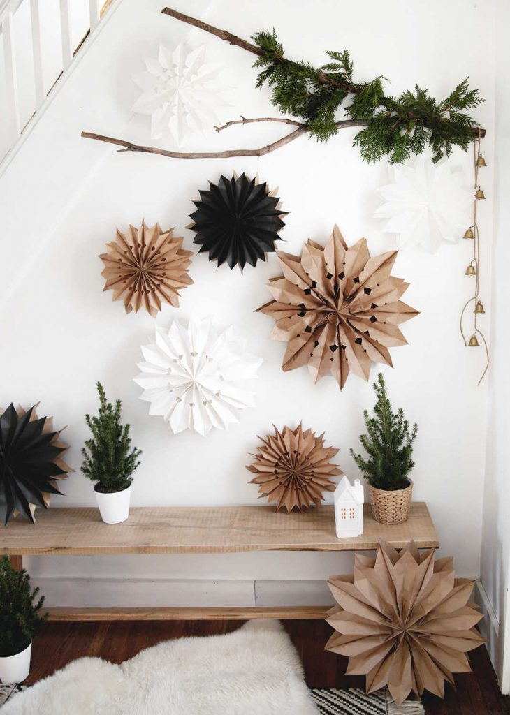 10 zero-waste Christmas decorations made using natural and compostable materials.