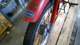 Ruota anteriore e forcelle completamente restaurate - Front wheel and forks completely restored