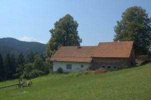 Hřbety Vsetínských vrchů jsou charakteristické rozptýleným pasekářským osídlením.