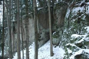Skalní mrazový srub pod vrcholem Hradiska.