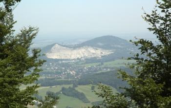 Lomová stěna na již. úbočí Kotouče (511 m).