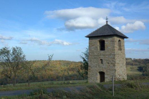 Zvonice nad Lopeníkem.