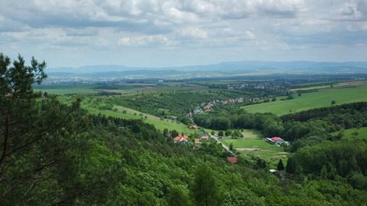 Pohled z Břestecké skály do údolí Zlechovského potoka
