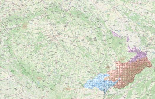 Biogeografické podprovincie na území moravských Karpat. Barevné vymezení: fialově Polonská podprovincie, červeně Západokarpatská podprovincie, modře Severopanonská podprovincie.