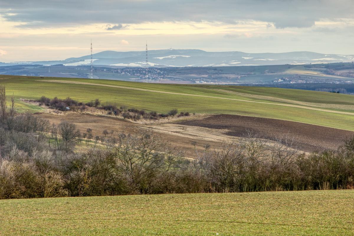 Pohled na vysílače v Topolné, Mistřice a Velkou Javořinu.