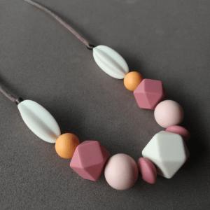 Collar de lactancia Dalia nursing necklace collar porteo crianza con apego silicona
