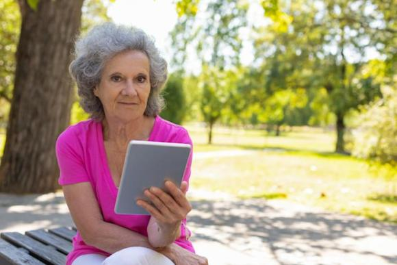 If you're over 60, here's what you need to know about online scams. (Photo: Getty)