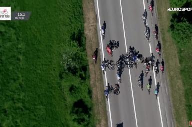 【ジロ・デ・イタリア激突動画】チームスカイの悲劇、警察のバイクがクラッシュの引き金に