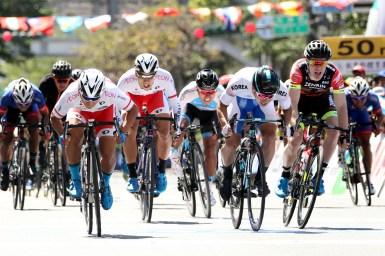 岡本隼がスプリントを制し、2018ツール・ド・台湾の第1ステージ優勝