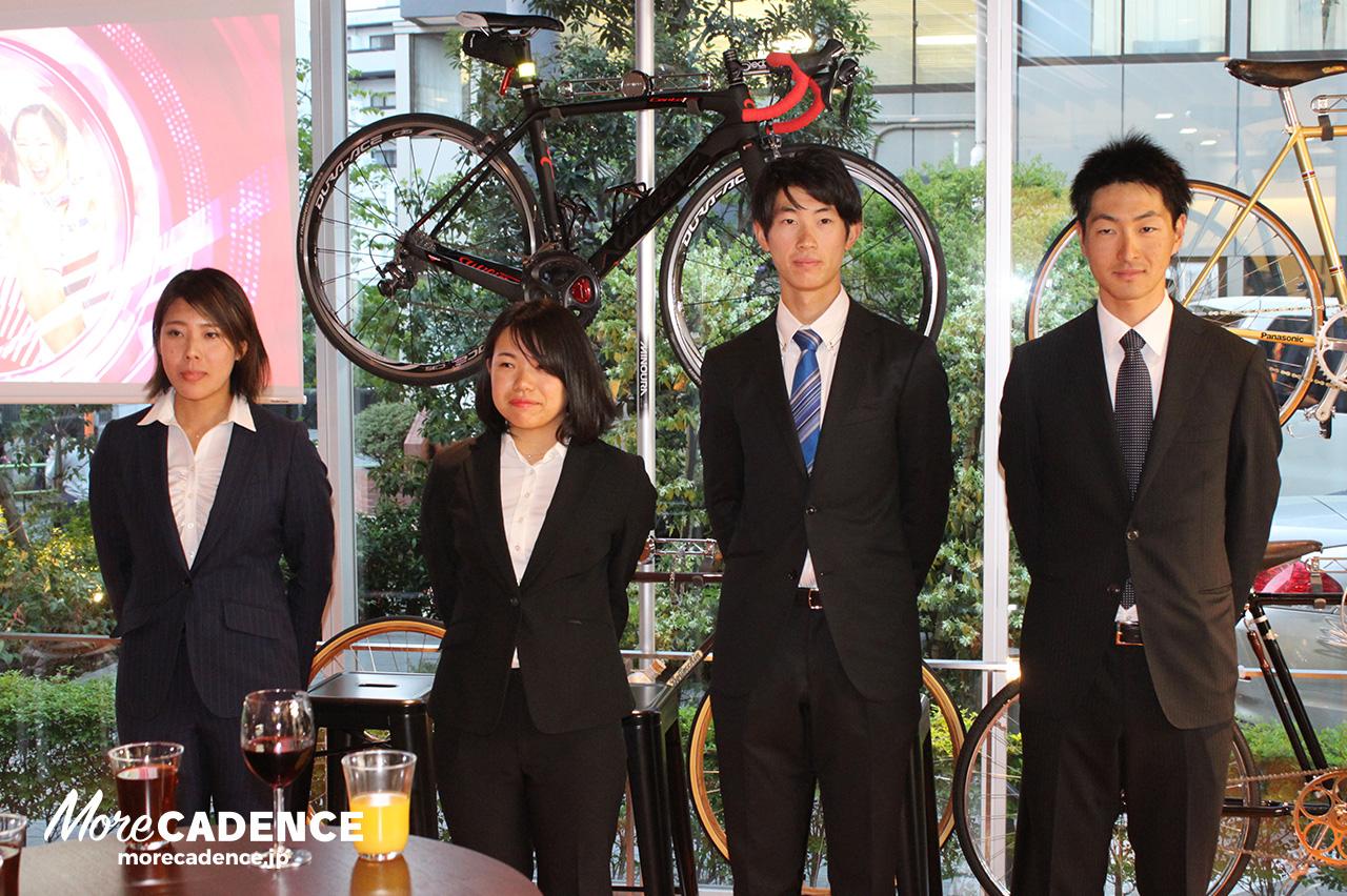 左から中村妃智選手、古山希絵選手、沢田桂太郎選手、近谷涼選手