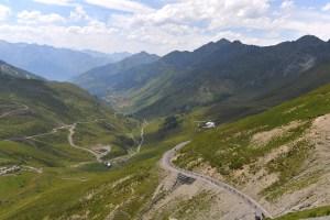 ピレネーの雄大な山岳地帯